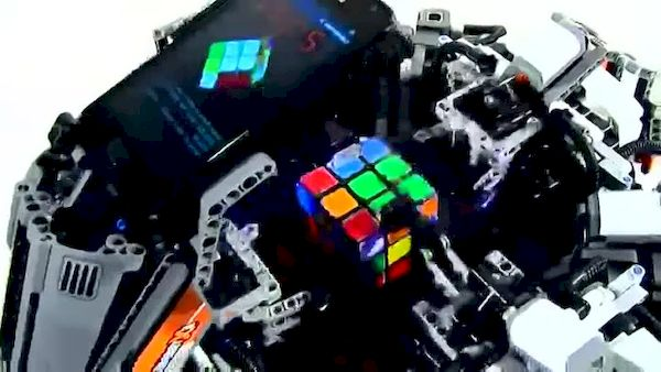 Lego-робот побил рекорд по сбору кубика Рубика