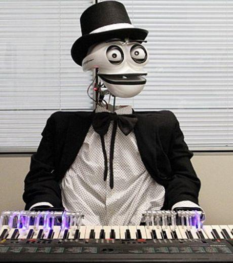 Робот, умеющий играть на фортепиано