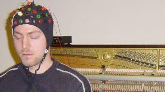 The Brain-Computer-Music-Interface использует мозговые волны и движения глаз для управления звуком музыкальных нот