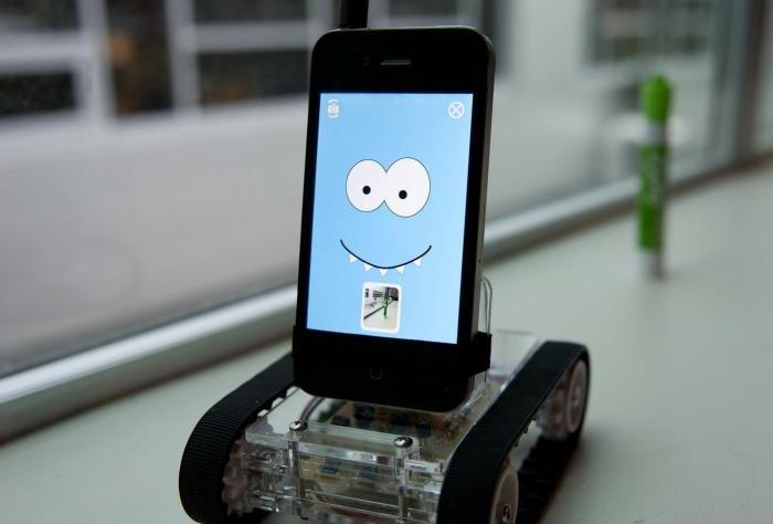 Платформа Romo, превращающая смартфон в робота