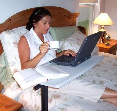 Столик для ноутбука обеспечит его длительную работу