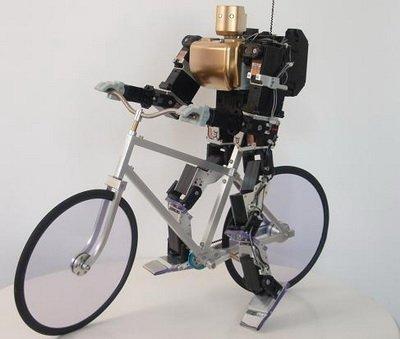 Робот может ездить на велосипеде