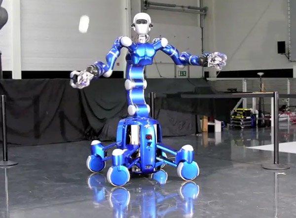Робот обучен ловить шарики в его ловкие робо-руки
