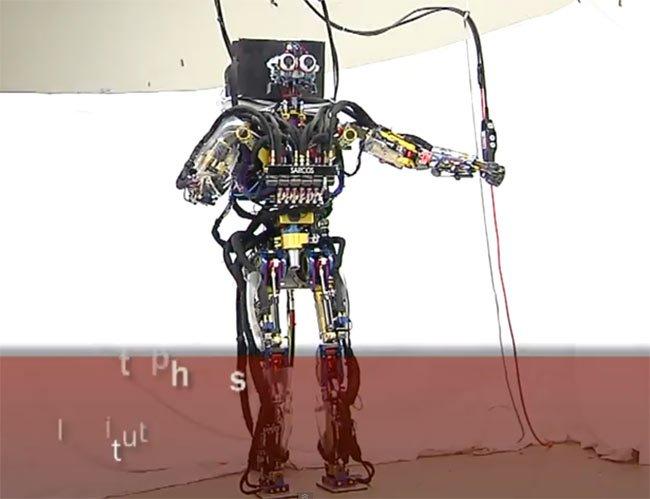 Робот, который очень точно имитирует движения человека